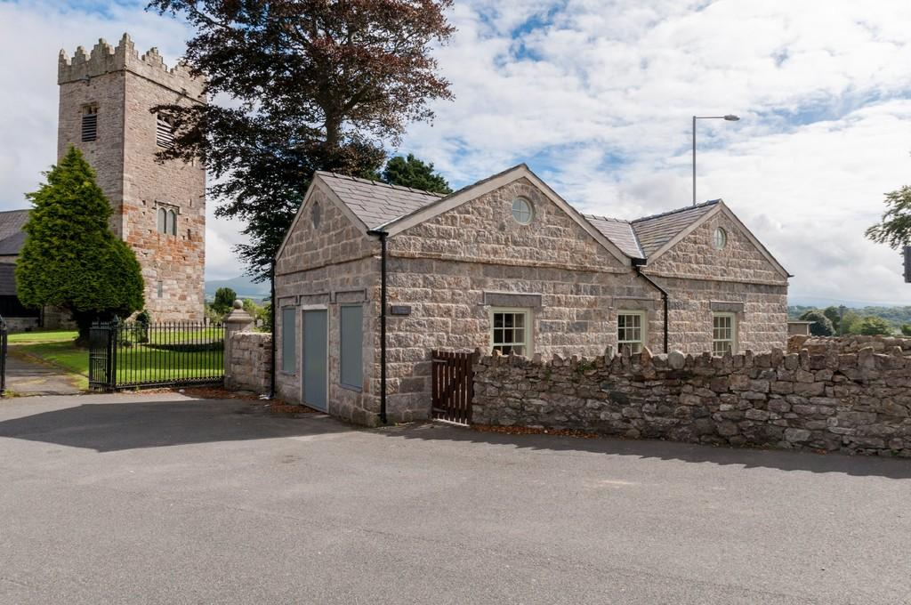 3 Bedrooms Cottage House for sale in Llanbeblig Road, Caernarfon, North Wales