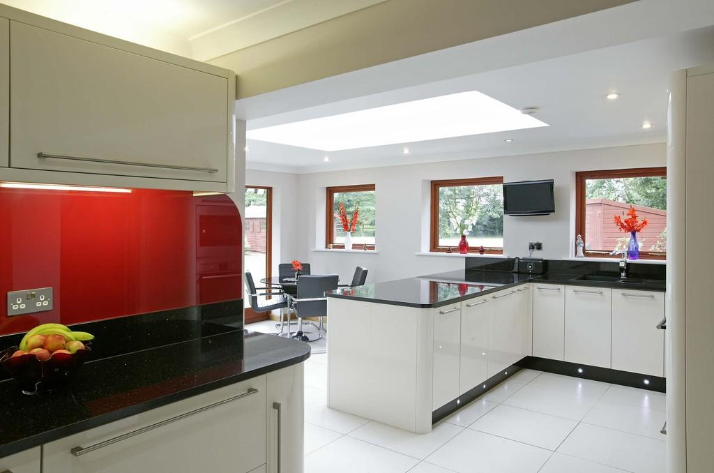 4 Bedrooms Detached House for sale in Bridle Lane, Keswick