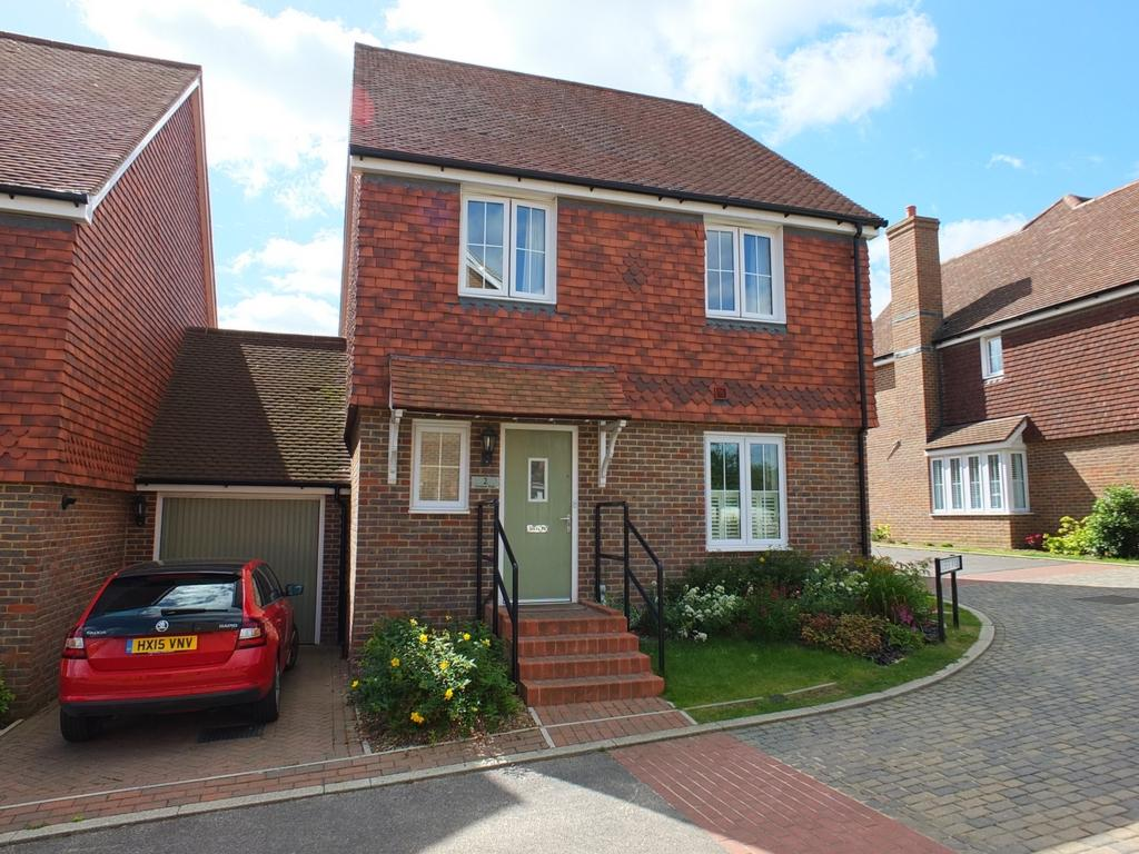 4 Bedrooms House for sale in Holbeck Walk, Lindfield, RH16