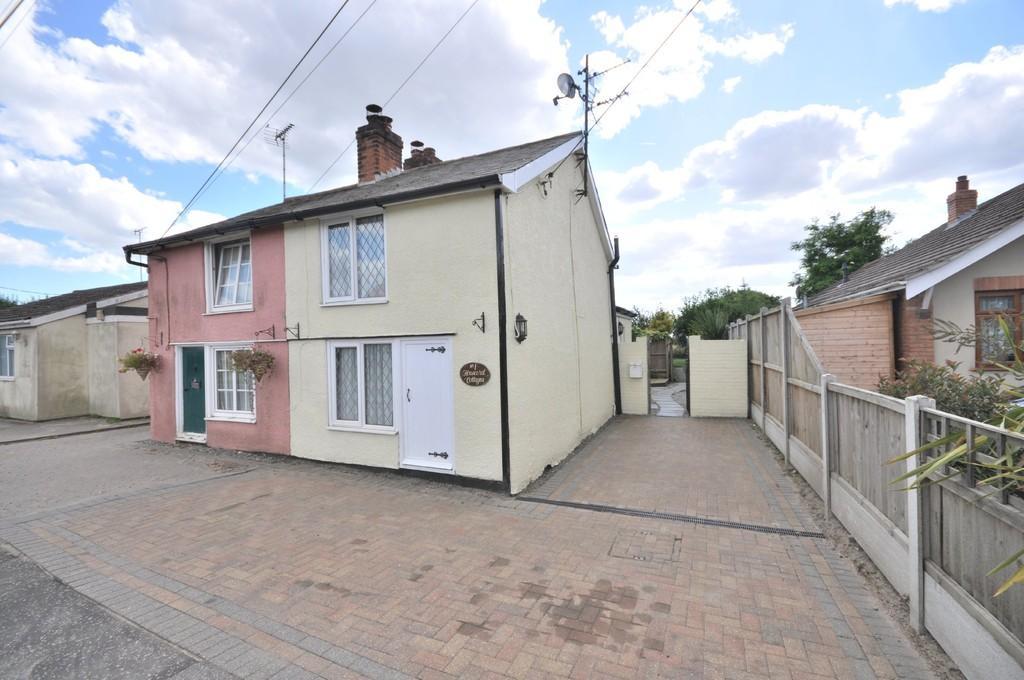 2 Bedrooms Semi Detached House for sale in Clacton Road, Thorrington, CO7 8ET