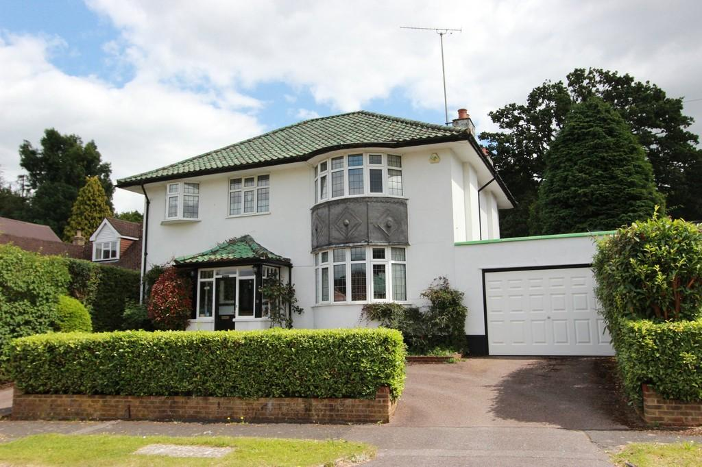 4 Bedrooms Detached House for sale in Stagbury Avenue, Chipstead
