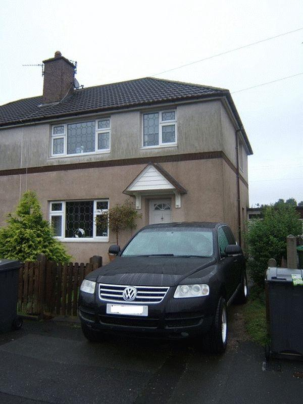 3 Bedrooms Semi Detached House for sale in Brooks Drive, Manchester