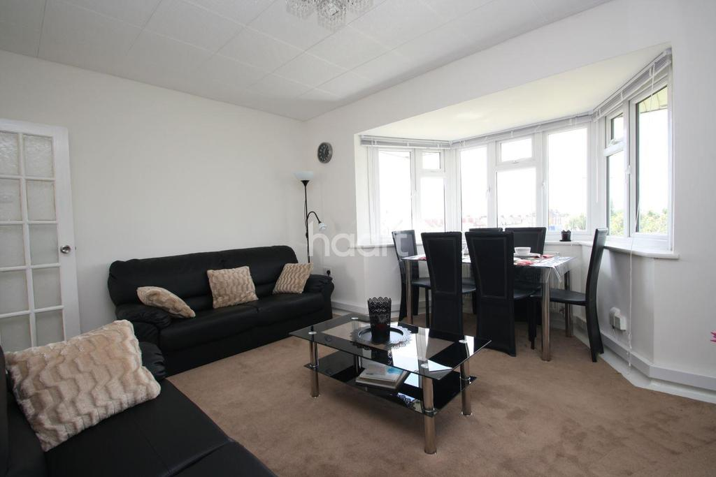3 Bedrooms Flat for sale in Aldborough Court, Newbury Park