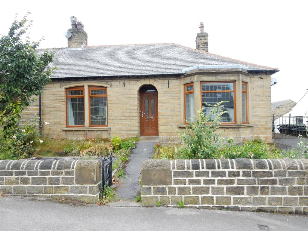 2 Bedrooms Semi Detached Bungalow for sale in Tom Lane, Crosland Moor, Huddersfield, HD4
