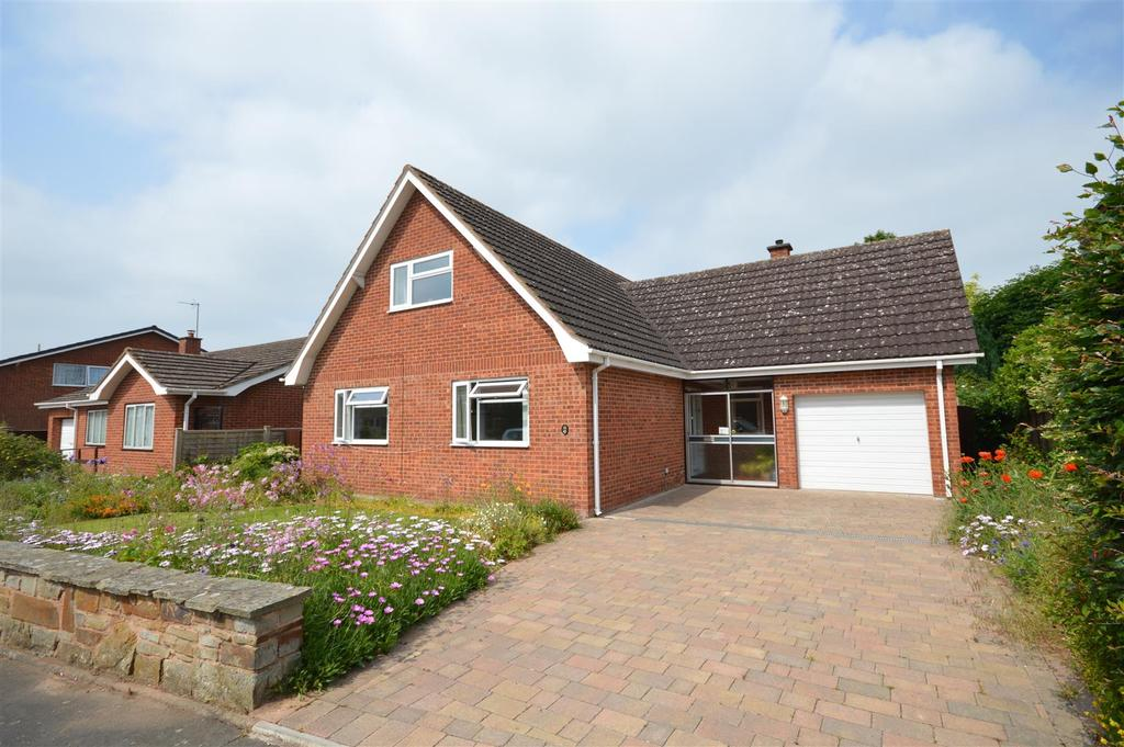 4 Bedrooms Detached Bungalow for sale in Hillary Drive, Kings Acre, Hereford