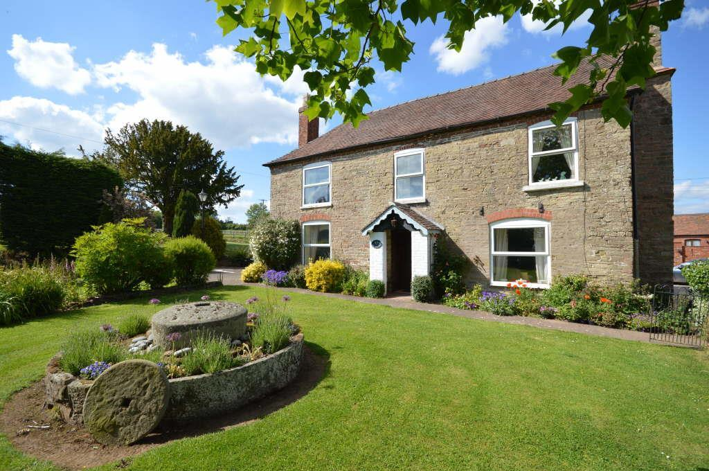 5 Bedrooms Detached House for sale in Acton Beauchamp, Worcester