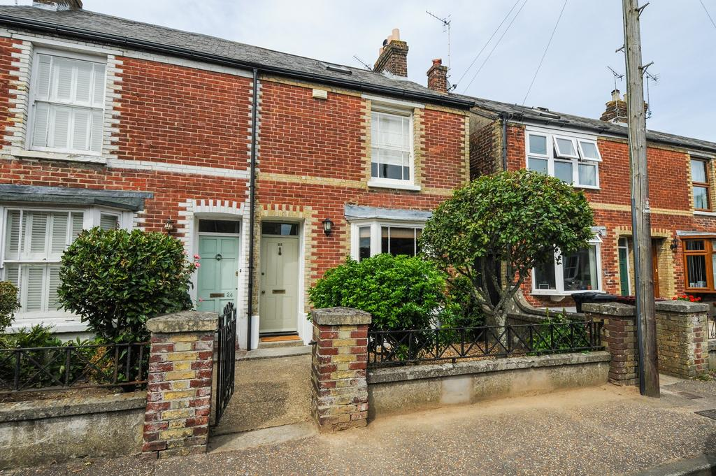 3 Bedrooms Semi Detached House for sale in Lyndhurst Road, Chichester