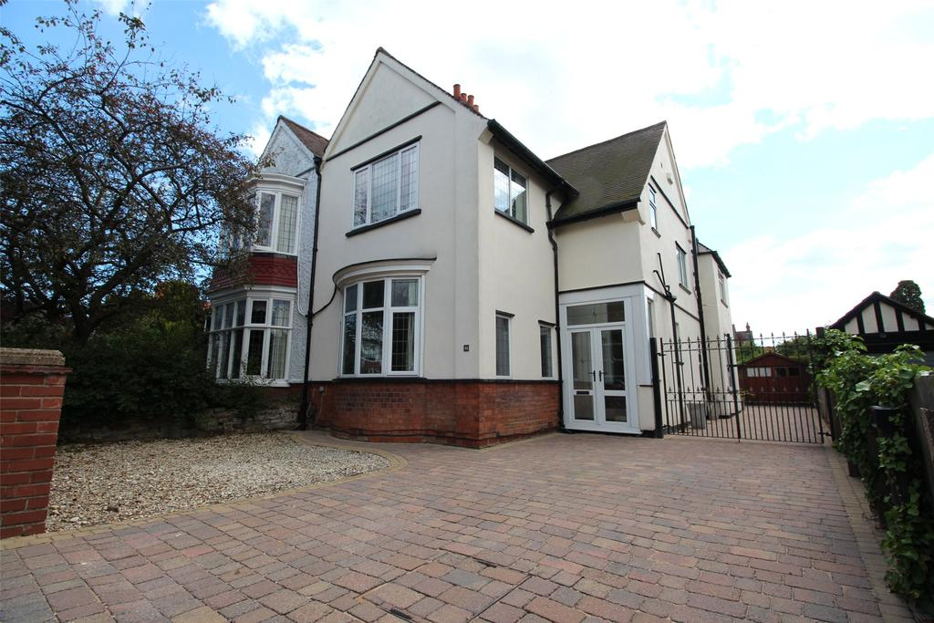 4 Bedrooms Semi Detached House for sale in Weelsby Road, Grimsby, DN32