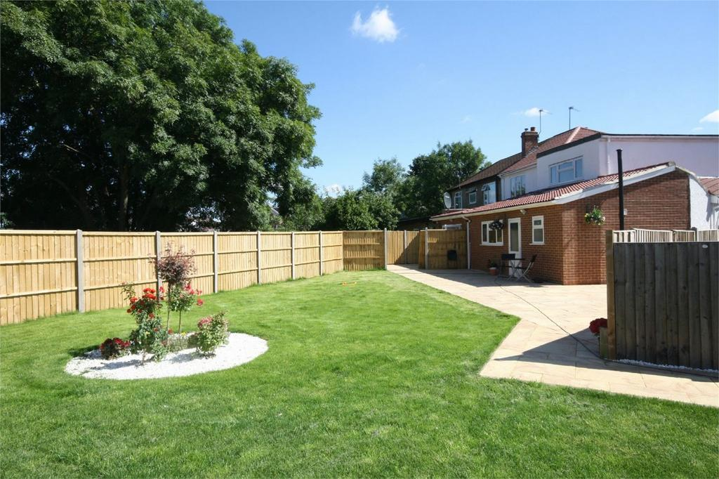 3 Bedrooms End Of Terrace House for sale in Willowbrook Road, Stanwell, Surrey