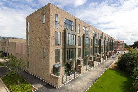 4 bedroom terraced house to rent - Clay Farm Drive, Trumpington, Cambridge