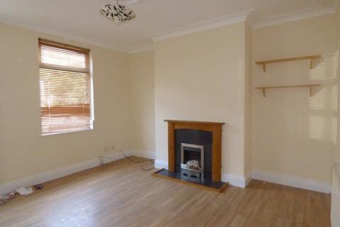 2 bedroom terraced house to rent - Woodview Road, Beeston, LS11 7EA