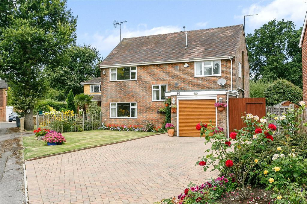4 Bedrooms Detached House for sale in Merrow Woods, Guildford, Surrey