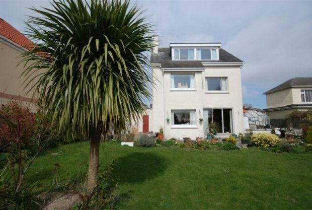 5 Bedrooms Detached House for sale in , La Rue du Canons , St Helier