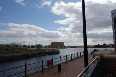 2 bedroom apartment to rent - Adventurers Quay