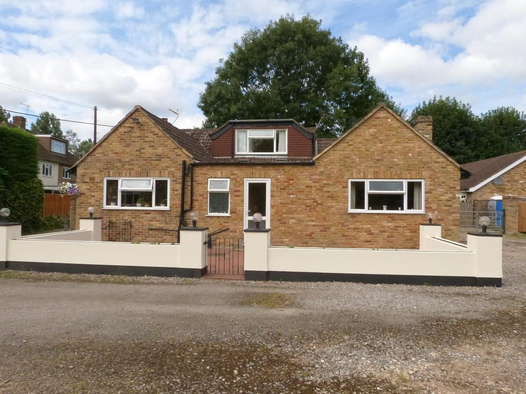 5 Bedrooms Detached Bungalow for sale in Thorney Mill Road, Iver, Middx, SL0 9AH