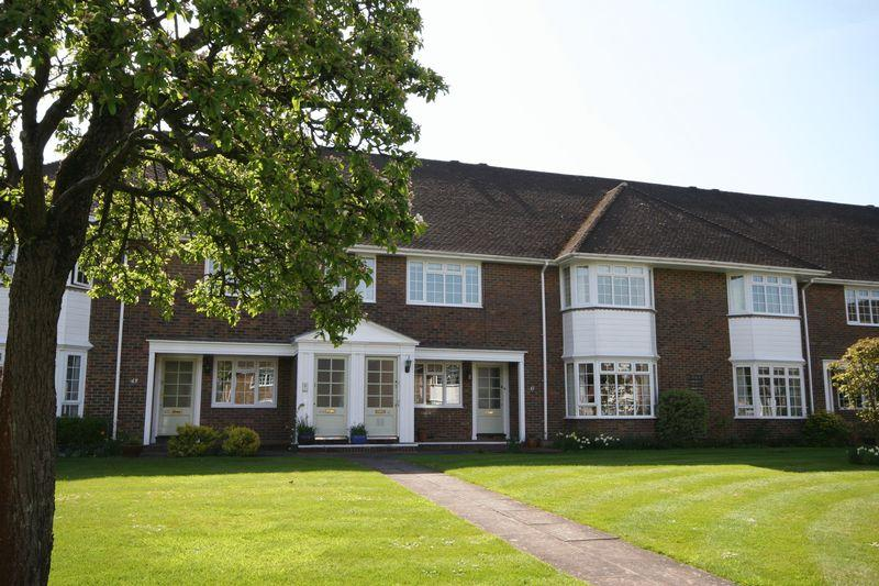 2 Bedrooms Flat for sale in Firgrove Hill, Farnham