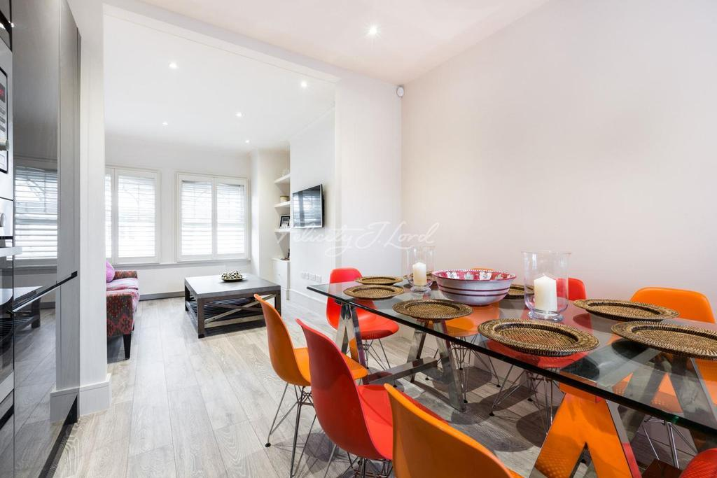 3 Bedrooms Flat for sale in Wandsworth Bridge Road, Fulham SW6