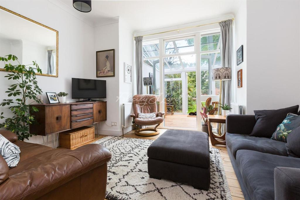 2 Bedrooms Flat for sale in Ickburgh Road, Clapton, E5