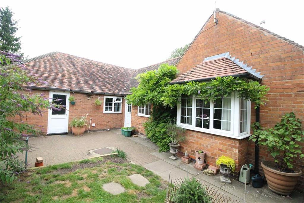 2 Bedrooms Semi Detached Bungalow for sale in Aspley Court, Hatton, Warwick, CV35
