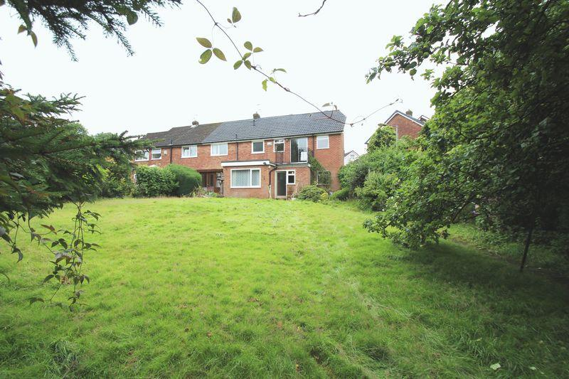 4 Bedrooms Semi Detached House for sale in Kendal Gardens, Woodley