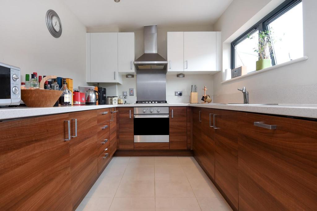 2 Bedrooms Flat for sale in Dacre Park, Lewisham, SE13
