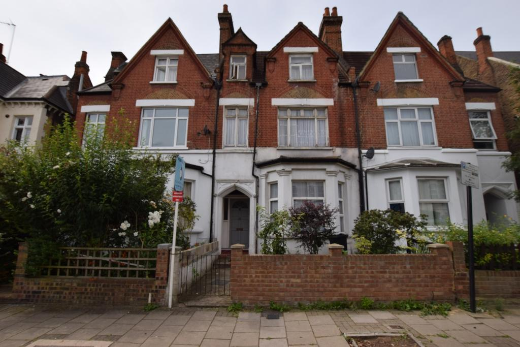 6 Bedrooms Terraced House for sale in Romola Road London SE24