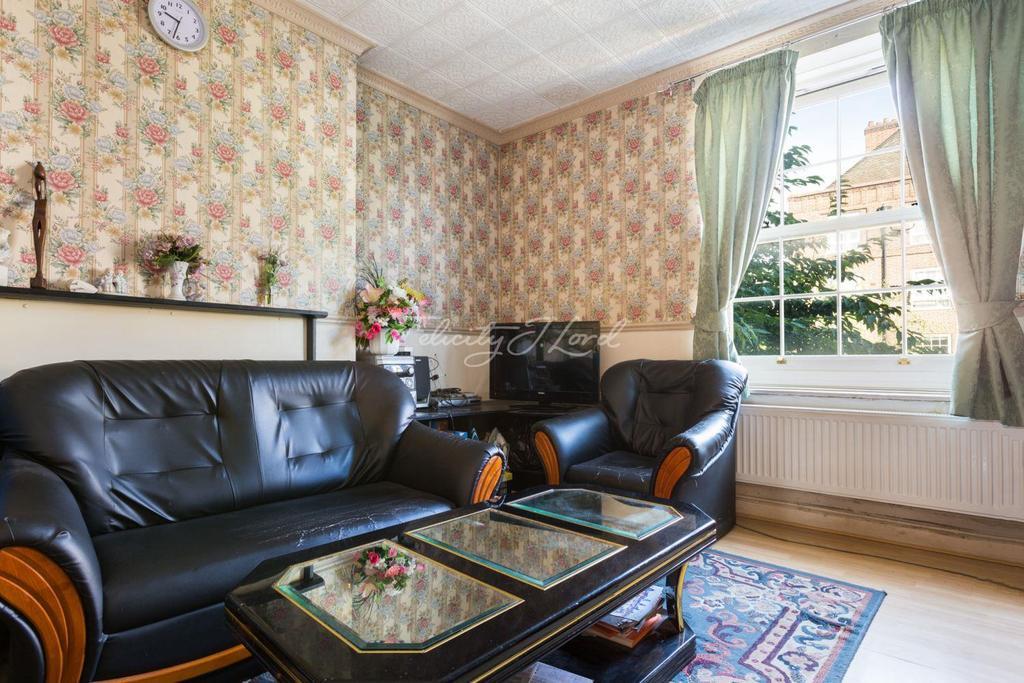 2 Bedrooms Flat for sale in Sadler House, E3
