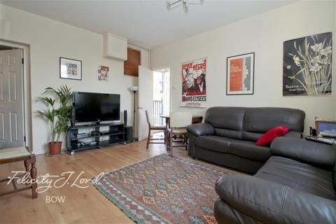 3 bedroom flat to rent - Cambridge Heath Road, E2