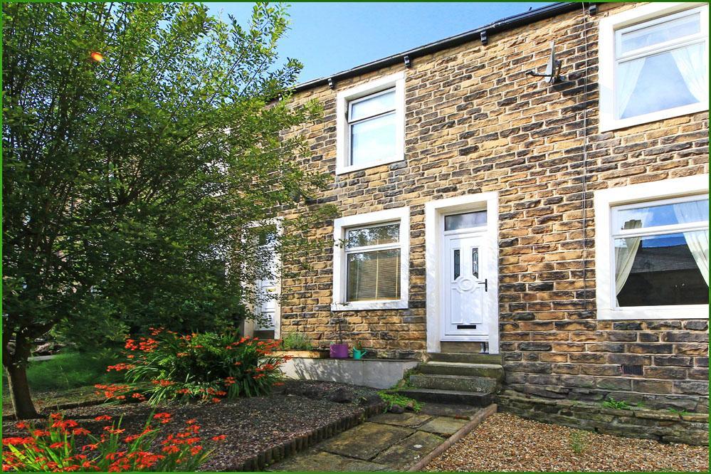 2 Bedrooms Terraced House for sale in Rosemount Avenue, Barnoldswick BB18