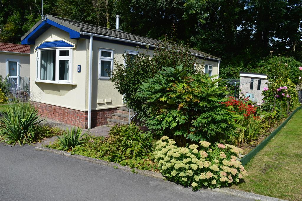 2 Bedrooms Park Home Mobile Home for sale in Waterfall Mews, Ham Manor Park, Llantwit Major, Vale of Glamorgan CF61