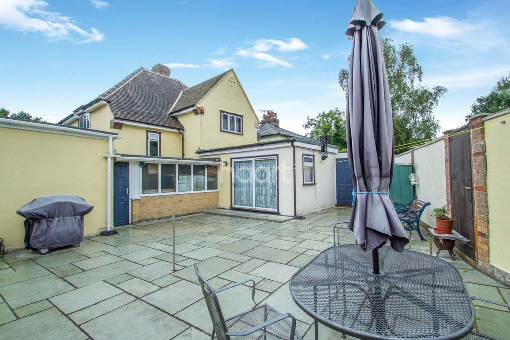 4 Bedrooms Detached House for sale in Galleywood Common