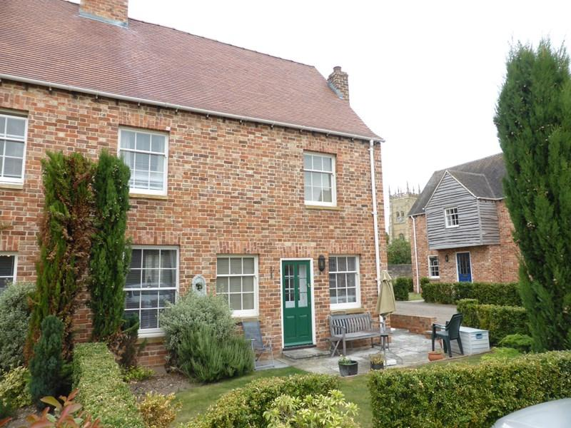 2 Bedrooms Semi Detached House for sale in Abbey Gate, Evesham