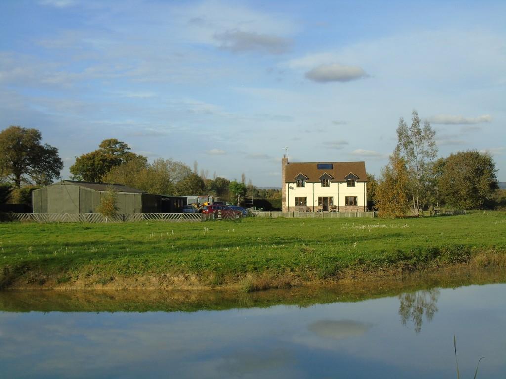 3 Bedrooms Detached House for sale in Marsh Green, Edenbridge, Kent