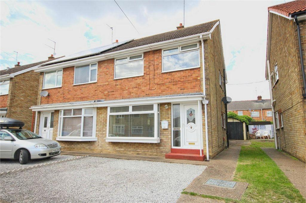 3 Bedrooms Semi Detached House for sale in Brigg Drive, Hessle, East Riding of Yorkshire