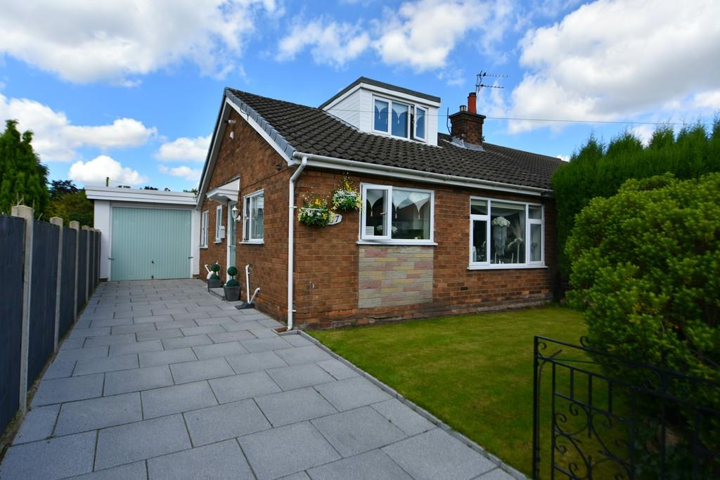 2 Bedrooms Semi Detached Bungalow for sale in Nixons Lane, Blakehall