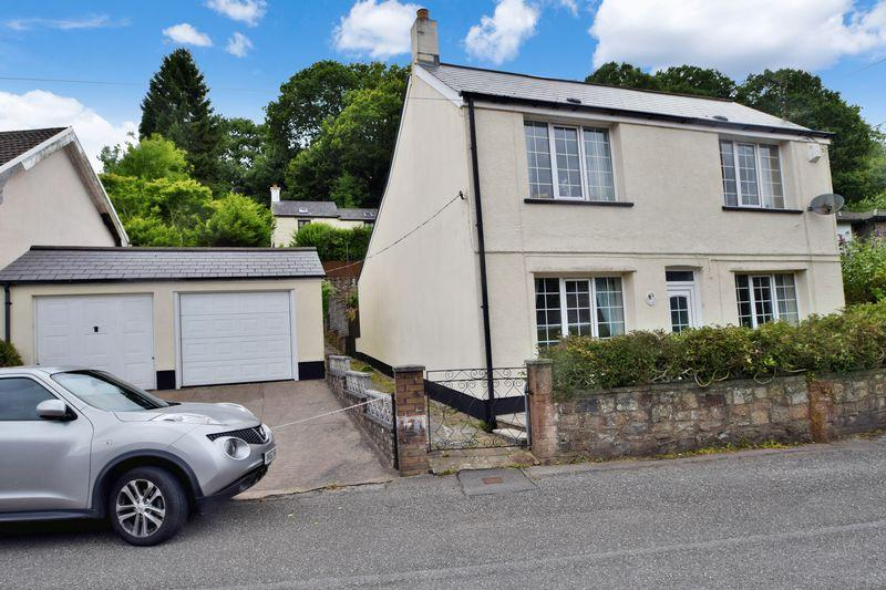 3 Bedrooms Detached House for sale in Victoria Road, Pontypool