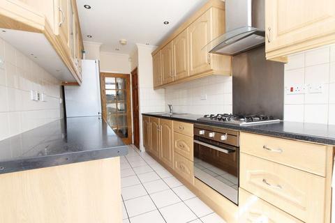 4 bedroom end of terrace house to rent - Kittiwake Road, Northolt