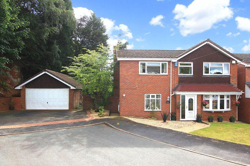 5 Bedrooms Detached House for sale in WOMBOURNE, Redcliffe Drive