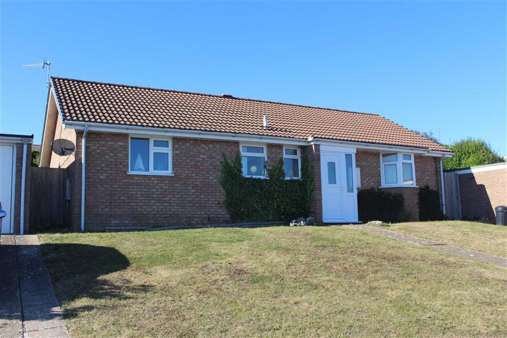 2 Bedrooms Detached Bungalow for sale in Churchill Road, Seaford