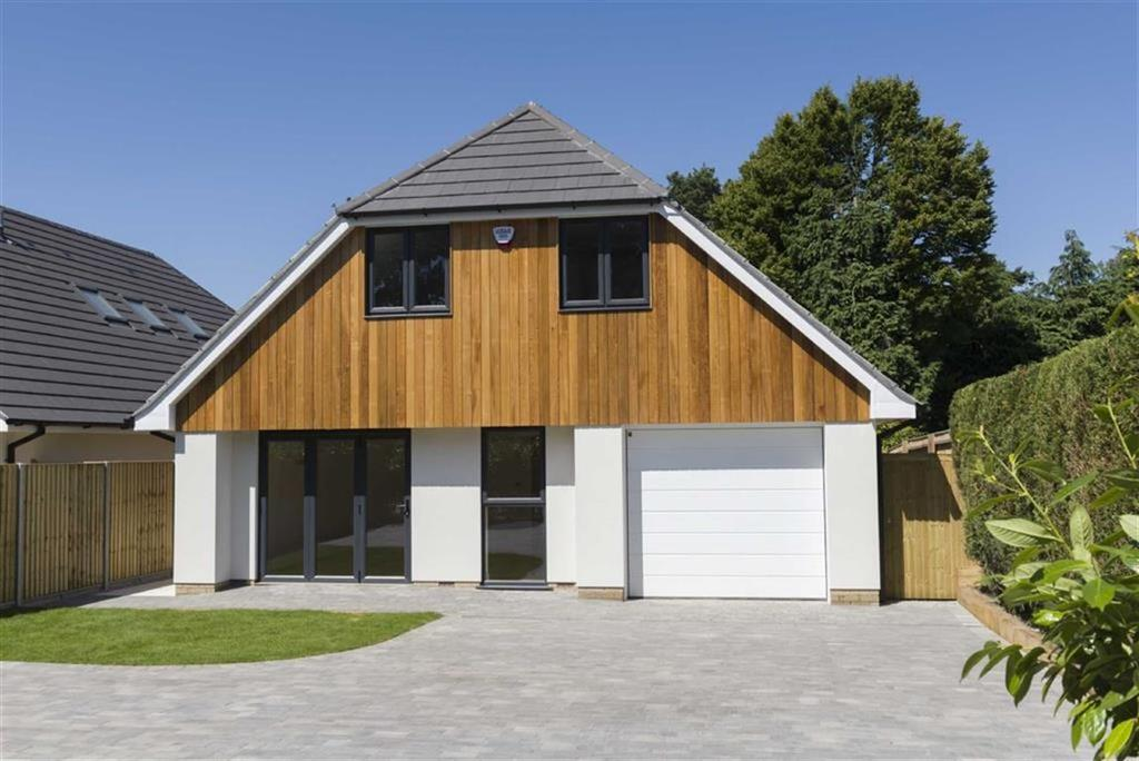 4 Bedrooms Detached House for sale in Sandy Lane, Ringwood, Hampshire
