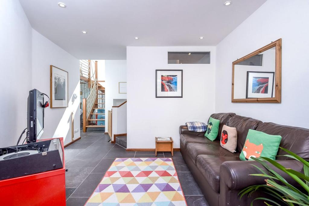 2 Bedrooms Flat for sale in Cressida Road, Whitehall Park, N19