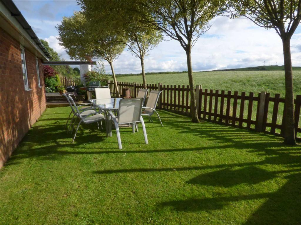 4 Bedrooms Detached Bungalow for sale in Yew Tree Close, Thornham, Rochdale, Lancashire, OL11