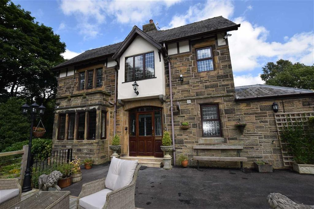 3 Bedrooms Semi Detached House for sale in Landseer Close, Burnley, Lancashire