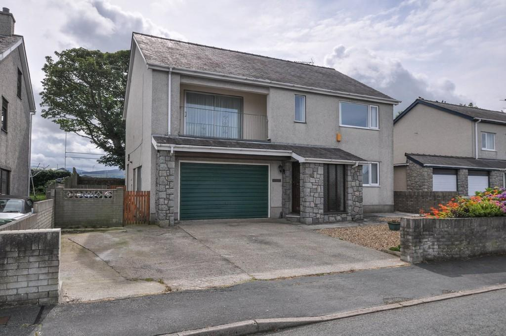 4 Bedrooms Detached House for sale in Cae Gwyn, Caernarfon, North Wales