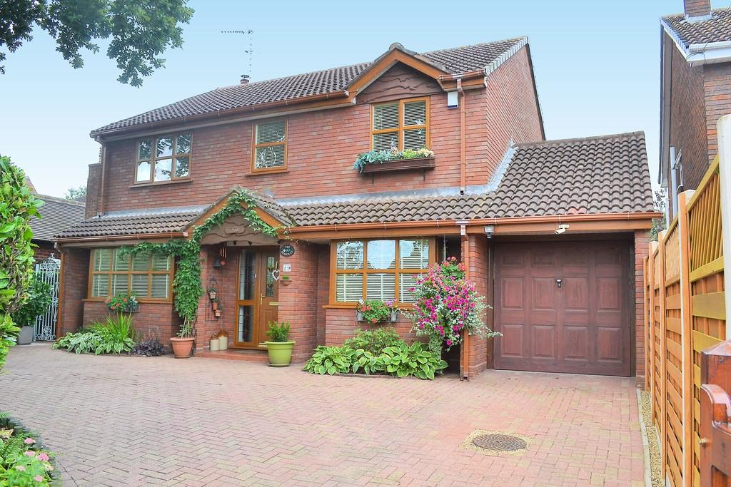 4 Bedrooms Detached House for sale in East Butts Road, Etching Hill, Rugeley