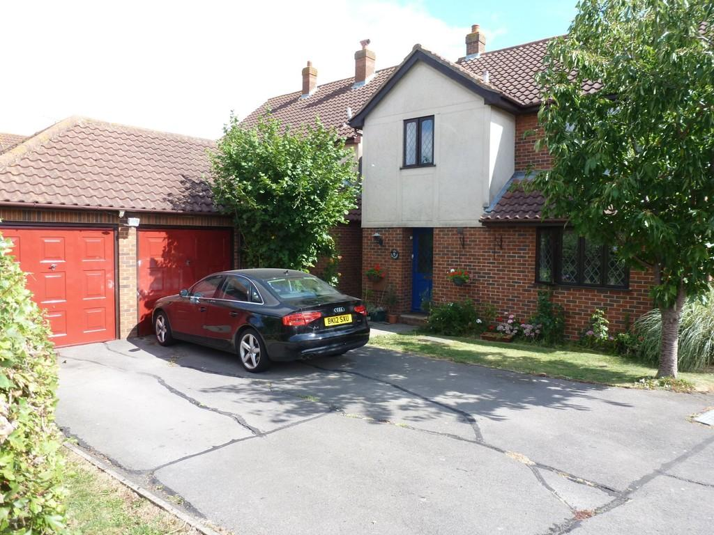 5 Bedrooms Detached House for sale in Nipsells Chase, Mayland