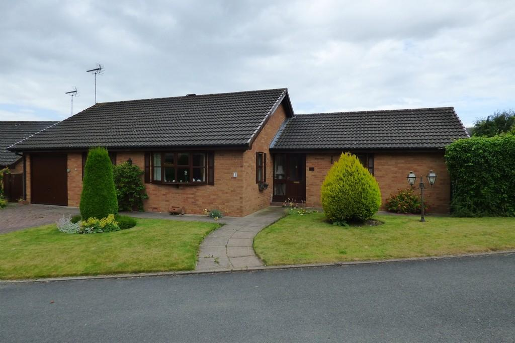 3 Bedrooms Detached Bungalow for sale in Windmill Close, Uttoxeter, Staffordshire, ST14 7NW