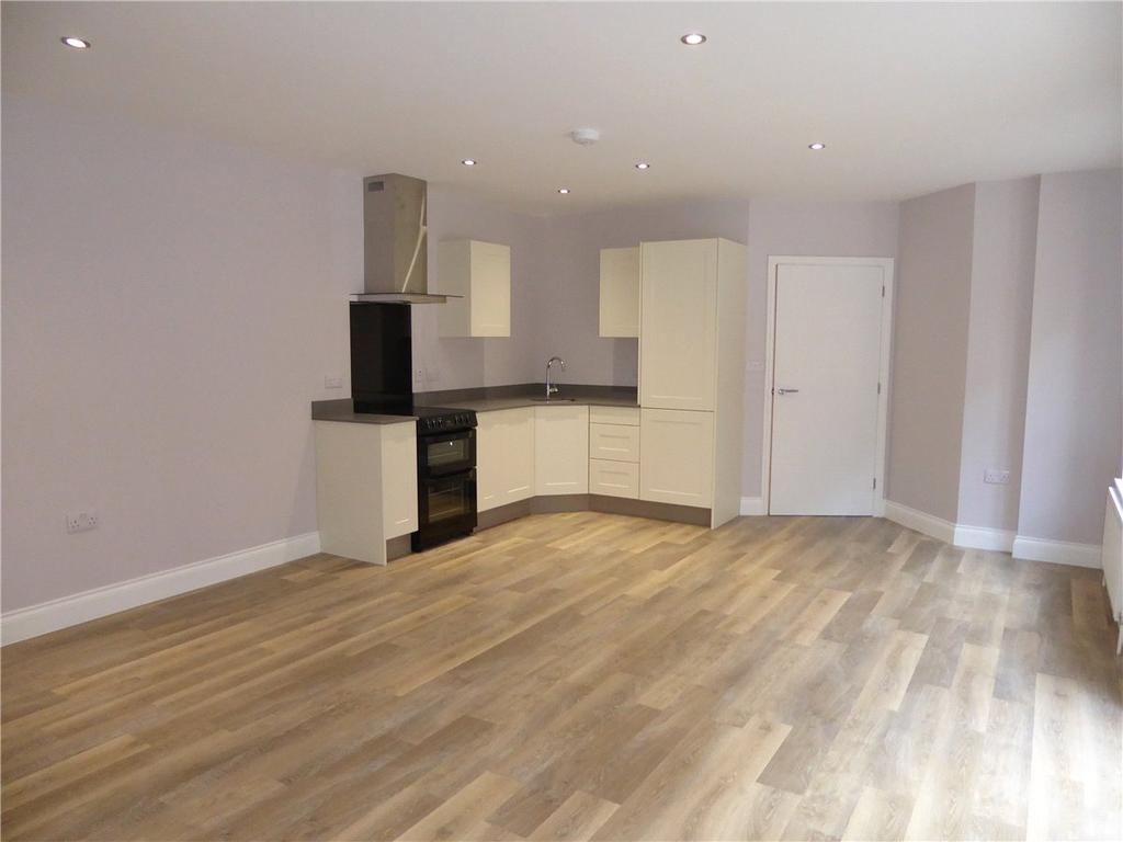 1 Bedroom Apartment Flat for sale in The Bartlet, Undercliff Road East, Felixstowe, Suffolk, IP11