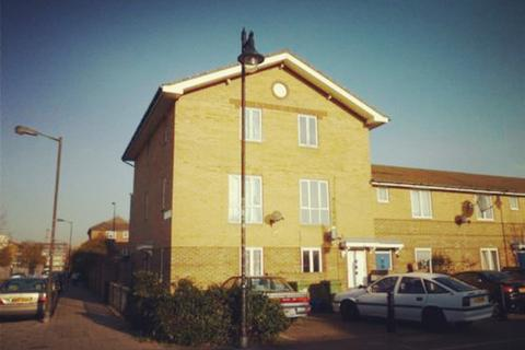 4 bedroom semi-detached house to rent - Stopes Street, London