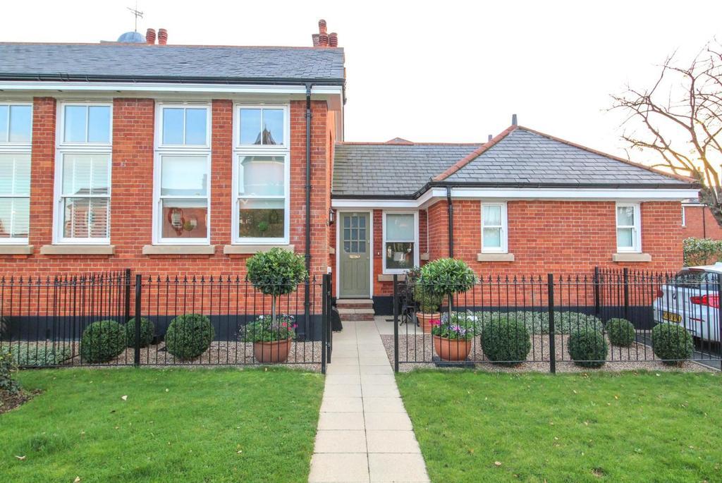 2 Bedrooms Apartment Flat for sale in Kensington Way, Brentwood, Essex, CM14